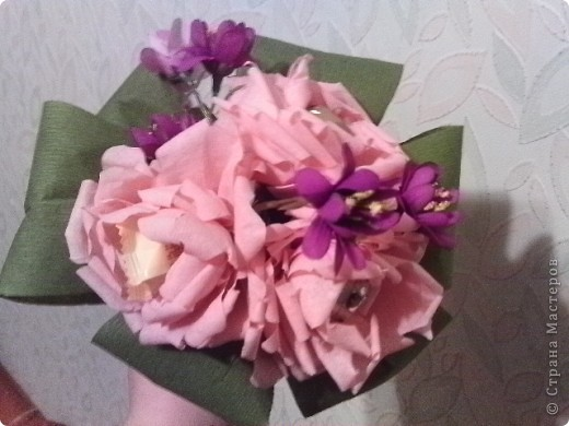 Первая попытка соединить конфетки с цветами фото 3
