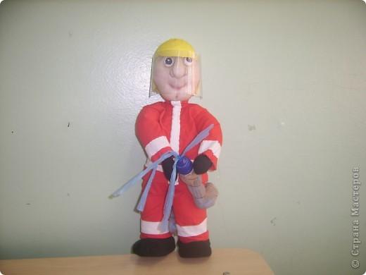 Это кукла пожарного. Помоему, совсем неплох :) фото 1