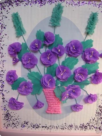 Фиалковый букетик для моих девочек.А делали совместно.Пытаюсь приучить моих юных красавиц к творчеству. Цветочки и листочки из креповой бумаги, вазочка из гофротрубочек. фото 10