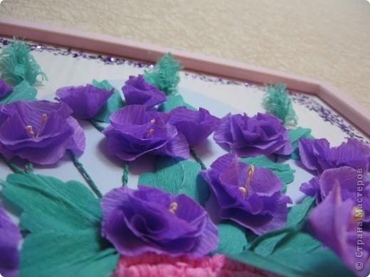 Фиалковый букетик для моих девочек.А делали совместно.Пытаюсь приучить моих юных красавиц к творчеству. Цветочки и листочки из креповой бумаги, вазочка из гофротрубочек. фото 12