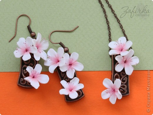 """Здесь у меня украшения из серии """"Вишневый сад"""".  Это комплект с цветами вишни из полимерной глины (термопластики), тычинки - обожженная леска.  фото 2"""