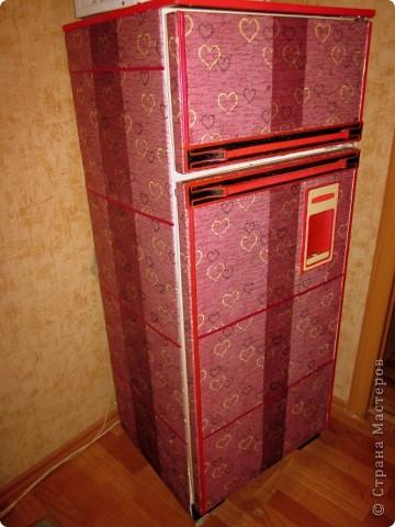 Вот такой вот получился у меня ретро-падорочный холодильник! И это мой первый опыт в технике декупаж)) Решила сразу рискнуть) фото 1