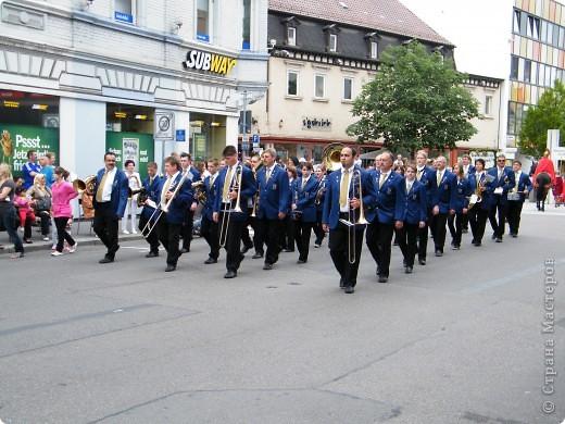 Майентаг - народный праздник, проходящий в мае или июне в  городе Геппинген (также в других городах юга Германии). Проводится он уже с августа  1650, в честь празднования  окончания 30-ти летней войны.  На день раньше проходит концерт,  на следуюший день праздничное шествие, приезжает луна-парк и в конце 3-го дня с открытия атракционов все заканчивается фейерверком. фото 18