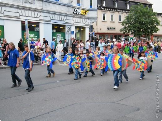 Майентаг - народный праздник, проходящий в мае или июне в  городе Геппинген (также в других городах юга Германии). Проводится он уже с августа  1650, в честь празднования  окончания 30-ти летней войны.  На день раньше проходит концерт,  на следуюший день праздничное шествие, приезжает луна-парк и в конце 3-го дня с открытия атракционов все заканчивается фейерверком. фото 12