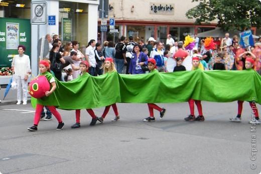 Майентаг - народный праздник, проходящий в мае или июне в  городе Геппинген (также в других городах юга Германии). Проводится он уже с августа  1650, в честь празднования  окончания 30-ти летней войны.  На день раньше проходит концерт,  на следуюший день праздничное шествие, приезжает луна-парк и в конце 3-го дня с открытия атракционов все заканчивается фейерверком. фото 13