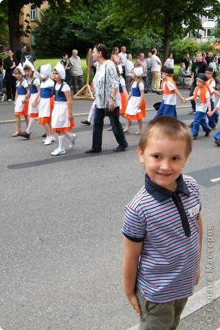 Майентаг - народный праздник, проходящий в мае или июне в  городе Геппинген (также в других городах юга Германии). Проводится он уже с августа  1650, в честь празднования  окончания 30-ти летней войны.  На день раньше проходит концерт,  на следуюший день праздничное шествие, приезжает луна-парк и в конце 3-го дня с открытия атракционов все заканчивается фейерверком. фото 16