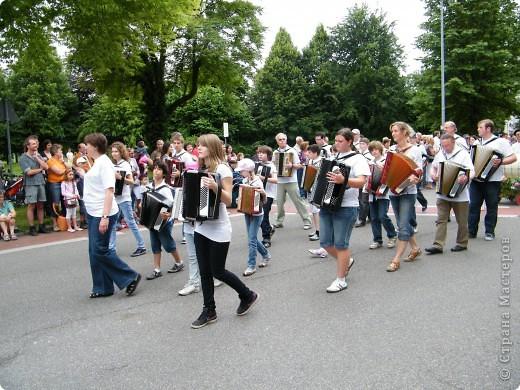 Майентаг - народный праздник, проходящий в мае или июне в  городе Геппинген (также в других городах юга Германии). Проводится он уже с августа  1650, в честь празднования  окончания 30-ти летней войны.  На день раньше проходит концерт,  на следуюший день праздничное шествие, приезжает луна-парк и в конце 3-го дня с открытия атракционов все заканчивается фейерверком. фото 19
