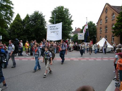Майентаг - народный праздник, проходящий в мае или июне в  городе Геппинген (также в других городах юга Германии). Проводится он уже с августа  1650, в честь празднования  окончания 30-ти летней войны.  На день раньше проходит концерт,  на следуюший день праздничное шествие, приезжает луна-парк и в конце 3-го дня с открытия атракционов все заканчивается фейерверком. фото 20