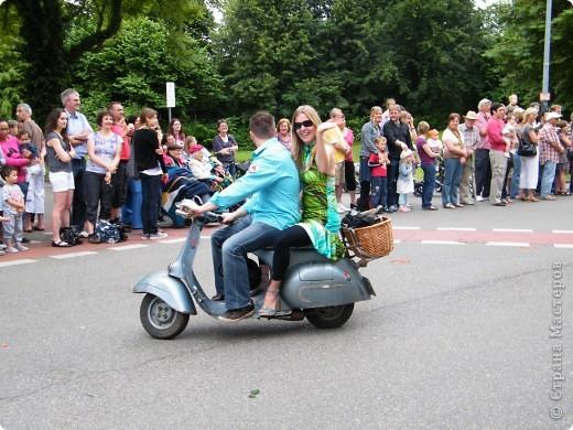 Майентаг - народный праздник, проходящий в мае или июне в  городе Геппинген (также в других городах юга Германии). Проводится он уже с августа  1650, в честь празднования  окончания 30-ти летней войны.  На день раньше проходит концерт,  на следуюший день праздничное шествие, приезжает луна-парк и в конце 3-го дня с открытия атракционов все заканчивается фейерверком. фото 24