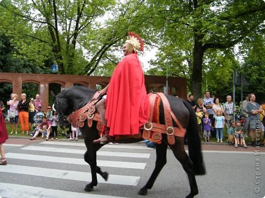 Майентаг - народный праздник, проходящий в мае или июне в  городе Геппинген (также в других городах юга Германии). Проводится он уже с августа  1650, в честь празднования  окончания 30-ти летней войны.  На день раньше проходит концерт,  на следуюший день праздничное шествие, приезжает луна-парк и в конце 3-го дня с открытия атракционов все заканчивается фейерверком. фото 28