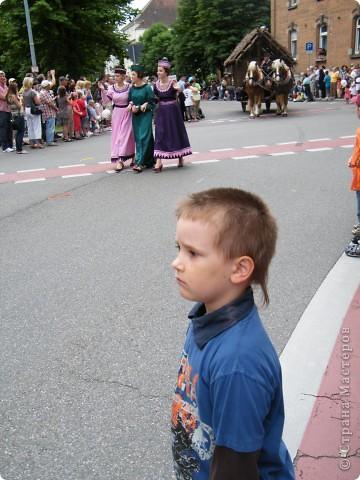 Майентаг - народный праздник, проходящий в мае или июне в  городе Геппинген (также в других городах юга Германии). Проводится он уже с августа  1650, в честь празднования  окончания 30-ти летней войны.  На день раньше проходит концерт,  на следуюший день праздничное шествие, приезжает луна-парк и в конце 3-го дня с открытия атракционов все заканчивается фейерверком. фото 30