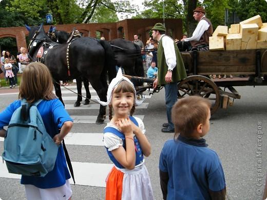 Майентаг - народный праздник, проходящий в мае или июне в  городе Геппинген (также в других городах юга Германии). Проводится он уже с августа  1650, в честь празднования  окончания 30-ти летней войны.  На день раньше проходит концерт,  на следуюший день праздничное шествие, приезжает луна-парк и в конце 3-го дня с открытия атракционов все заканчивается фейерверком. фото 39
