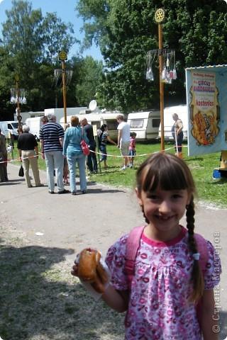 Майентаг - народный праздник, проходящий в мае или июне в  городе Геппинген (также в других городах юга Германии). Проводится он уже с августа  1650, в честь празднования  окончания 30-ти летней войны.  На день раньше проходит концерт,  на следуюший день праздничное шествие, приезжает луна-парк и в конце 3-го дня с открытия атракционов все заканчивается фейерверком. фото 50