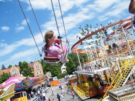 Майентаг - народный праздник, проходящий в мае или июне в  городе Геппинген (также в других городах юга Германии). Проводится он уже с августа  1650, в честь празднования  окончания 30-ти летней войны.  На день раньше проходит концерт,  на следуюший день праздничное шествие, приезжает луна-парк и в конце 3-го дня с открытия атракционов все заканчивается фейерверком. фото 53