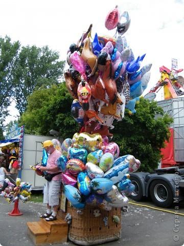 Майентаг - народный праздник, проходящий в мае или июне в  городе Геппинген (также в других городах юга Германии). Проводится он уже с августа  1650, в честь празднования  окончания 30-ти летней войны.  На день раньше проходит концерт,  на следуюший день праздничное шествие, приезжает луна-парк и в конце 3-го дня с открытия атракционов все заканчивается фейерверком. фото 51