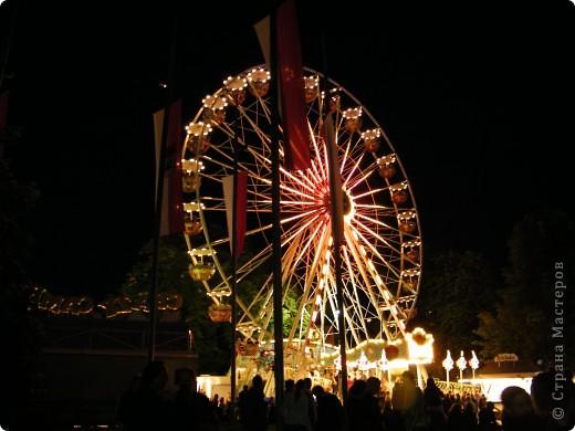 Майентаг - народный праздник, проходящий в мае или июне в  городе Геппинген (также в других городах юга Германии). Проводится он уже с августа  1650, в честь празднования  окончания 30-ти летней войны.  На день раньше проходит концерт,  на следуюший день праздничное шествие, приезжает луна-парк и в конце 3-го дня с открытия атракционов все заканчивается фейерверком. фото 56