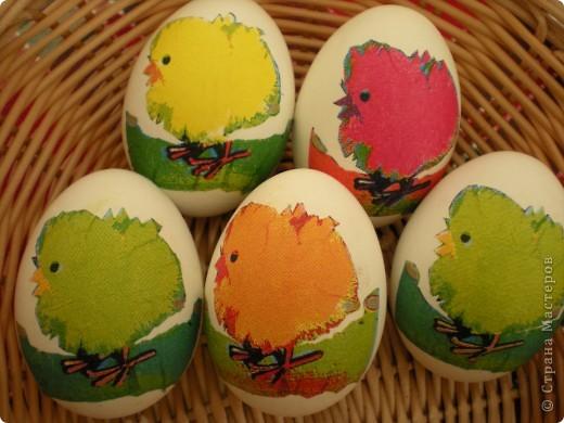 Яйца украшаю бумажными салфетками. фото 2