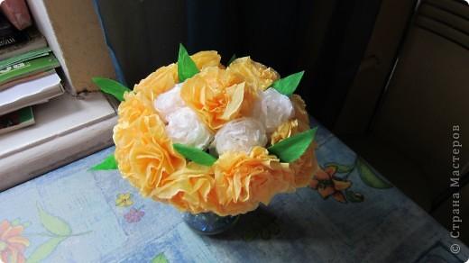 Цветы из салфеток, проволки и гафрированной бумаги. фото 2