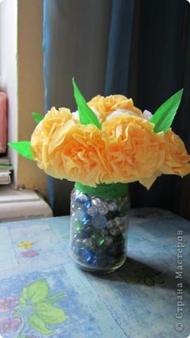 Цветы из салфеток, проволки и гафрированной бумаги. фото 1