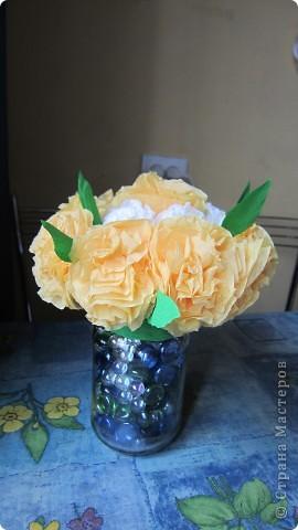 Цветы из салфеток, проволки и гафрированной бумаги. фото 3