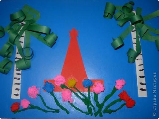 Коллективная работа детей 4 лет. Памятник я вырезала. фото 1