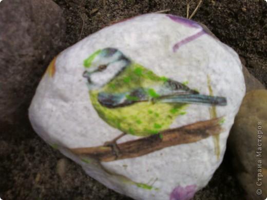 Декупаж камней на даче. фото 4