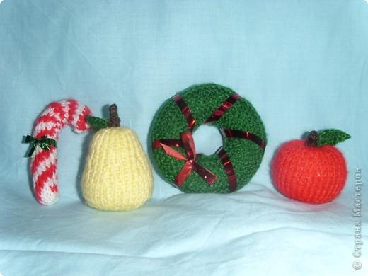 Эти игрушки я вязала к Новому году 2009/2010. За эту необычную гирлянду спасибо Меджик, по ее описанию она и была связана. фото 7