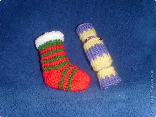 Эти игрушки я вязала к Новому году 2009/2010. За эту необычную гирлянду спасибо Меджик, по ее описанию она и была связана. фото 11