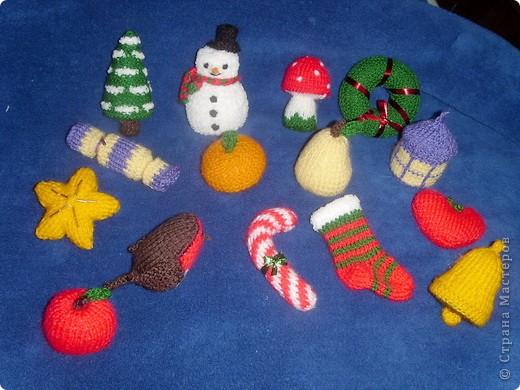 Эти игрушки я вязала к Новому году 2009/2010. За эту необычную гирлянду спасибо Меджик, по ее описанию она и была связана. фото 5
