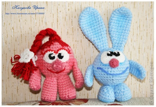 В подарок малышке связала популярных мульт-героев Смешариков (Нюшу и Кроша).   фото 3