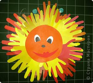 Веселое солнышко из ладошек фото 2