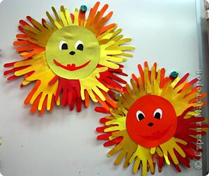 Веселое солнышко из ладошек фото 1