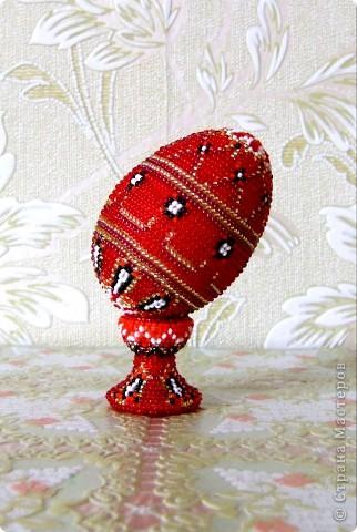 """сувенирное яйцо из бисера """"красное"""" фото 2"""