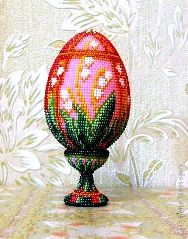"""сувенирное яйцо из бисера """"ландыши"""""""