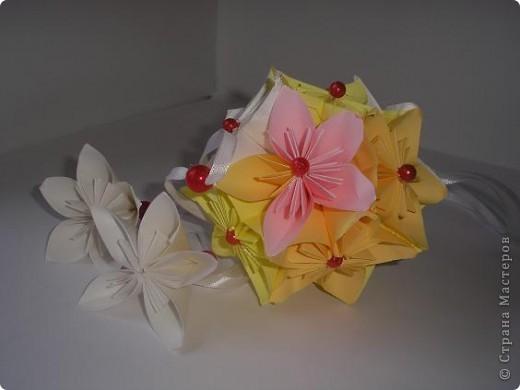 Вот такая нежность у меня получилась из остатков цветочков из дерева, которое было на выставке. фото 1