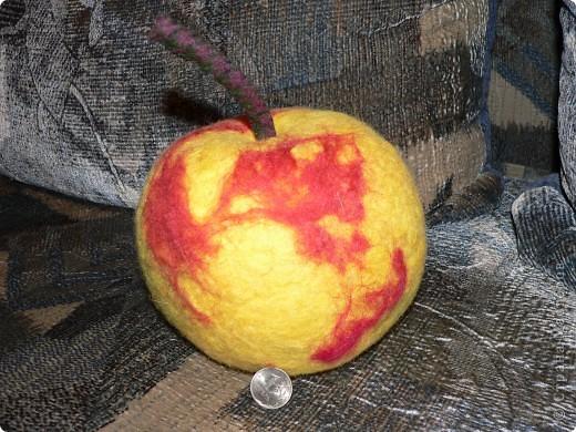 Яблоко-домик. Игрушка произвела фурор среди детей. фото 1