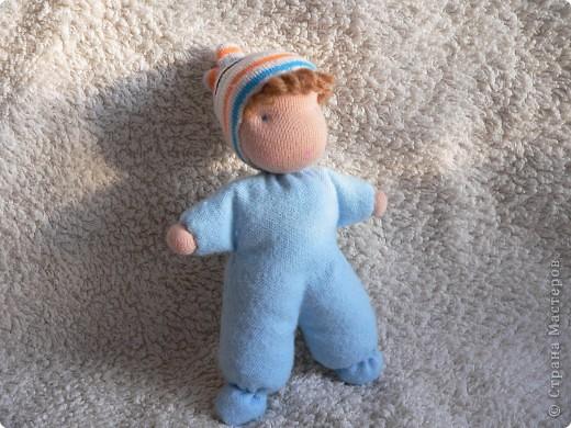 Куклы сшиты из фланели или трикотажа (идею почерпнула в образцах продукции студии Ирины Мавричевой). Наполнены прокаленой крупой, предающей чудесный аромат куколкам. А как приятно щупать такого малыша! фото 2