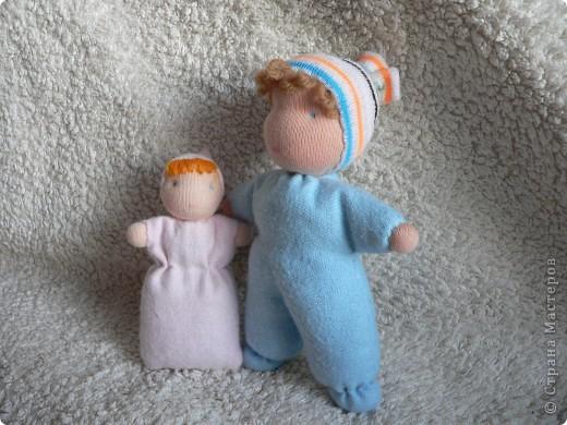 Куклы сшиты из фланели или трикотажа (идею почерпнула в образцах продукции студии Ирины Мавричевой). Наполнены прокаленой крупой, предающей чудесный аромат куколкам. А как приятно щупать такого малыша! фото 1