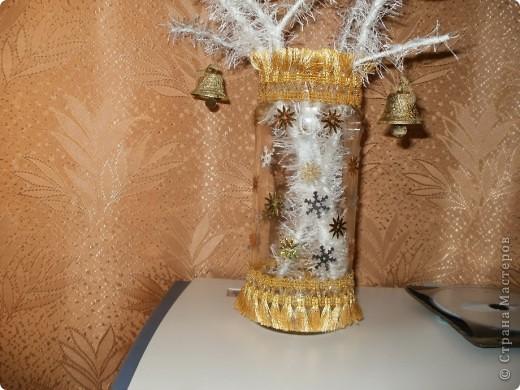 Украшенные   травкой  веточки  как то  бледно  смотрелись в банке из под компота, пришлось взяться  за  декор фото 2