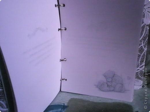 Альбом для пожеланий. Использовала: старый блокнот со скоросшивателем, атласная лента, кружево, розочки из ленты.  фото 3