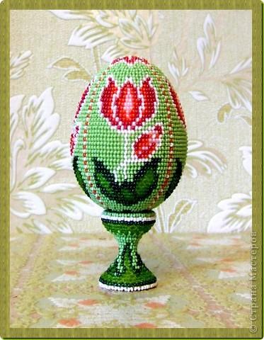 """сувенирное яйцо из бисера """"тюльпан"""""""