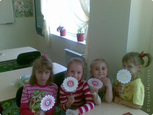 Такие веселые цветы сделали с детками за два занятия. фото 1