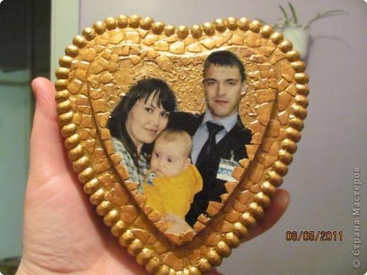 Земляничное сердце, подарок (просто так ) любимой подружке, делала со второй попытки , поэтому более удачное (чем следующее) Использовала пластиковую форму , гипс, салфетки, фотографию , акриловые краски. Спасибо большое Настиной бабушке http://stranamasterov.ru/node/46719 за идею , как можно использовать фото и Марине К http://stranamasterov.ru/node/122210  за вдохновение на работу с гипсом.  Я собрала целую коллекцию коробочек от тортов и т.п.!!! фото 2