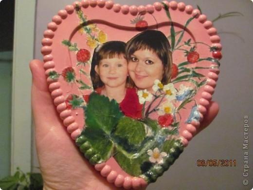 Земляничное сердце, подарок (просто так ) любимой подружке, делала со второй попытки , поэтому более удачное (чем следующее) Использовала пластиковую форму , гипс, салфетки, фотографию , акриловые краски. Спасибо большое Настиной бабушке http://stranamasterov.ru/node/46719 за идею , как можно использовать фото и Марине К http://stranamasterov.ru/node/122210  за вдохновение на работу с гипсом.  Я собрала целую коллекцию коробочек от тортов и т.п.!!! фото 1