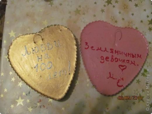 Земляничное сердце, подарок (просто так ) любимой подружке, делала со второй попытки , поэтому более удачное (чем следующее) Использовала пластиковую форму , гипс, салфетки, фотографию , акриловые краски. Спасибо большое Настиной бабушке http://stranamasterov.ru/node/46719 за идею , как можно использовать фото и Марине К http://stranamasterov.ru/node/122210  за вдохновение на работу с гипсом.  Я собрала целую коллекцию коробочек от тортов и т.п.!!! фото 3