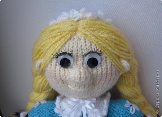 Эти куколки покорили всех!! А создала их Наталья (natali7775) Они просто бесподобны!! Их до сих пор вяжут на Сатилине онлайн, так что заходите, регистрируйтесь и вяжите на здоровье! Эту куколку я вязала новорожденной девочке. фото 11