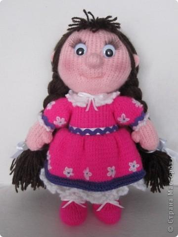Эти куколки покорили всех!! А создала их Наталья (natali7775) Они просто бесподобны!! Их до сих пор вяжут на Сатилине онлайн, так что заходите, регистрируйтесь и вяжите на здоровье! Эту куколку я вязала новорожденной девочке. фото 1