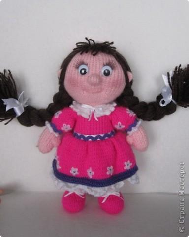 Эти куколки покорили всех!! А создала их Наталья (natali7775) Они просто бесподобны!! Их до сих пор вяжут на Сатилине онлайн, так что заходите, регистрируйтесь и вяжите на здоровье! Эту куколку я вязала новорожденной девочке. фото 2