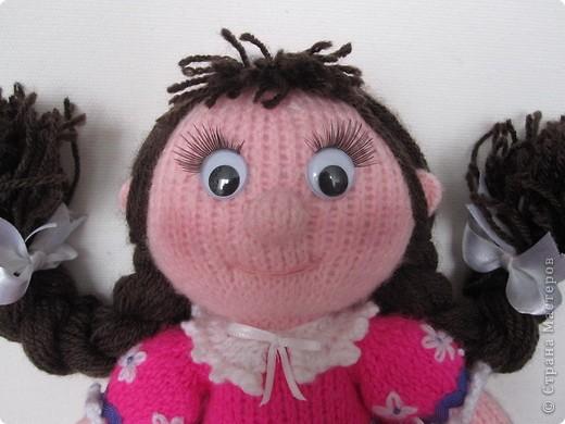 Эти куколки покорили всех!! А создала их Наталья (natali7775) Они просто бесподобны!! Их до сих пор вяжут на Сатилине онлайн, так что заходите, регистрируйтесь и вяжите на здоровье! Эту куколку я вязала новорожденной девочке. фото 5
