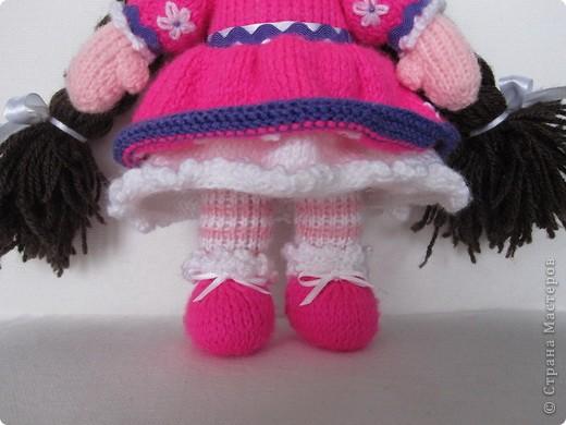 Эти куколки покорили всех!! А создала их Наталья (natali7775) Они просто бесподобны!! Их до сих пор вяжут на Сатилине онлайн, так что заходите, регистрируйтесь и вяжите на здоровье! Эту куколку я вязала новорожденной девочке. фото 6